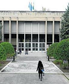 Dos de cada diez profesores de la UGR cobran entre 236 y 1.417 euros al mes