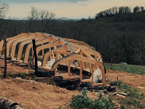 CHANTIERS PARTICIPATIFS : serre expérimentale, protection des arbres et irrigation