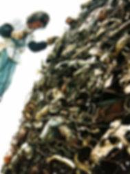 制作中のたべ・けんぞう(山口県宇部市野外彫刻美術館にて)
