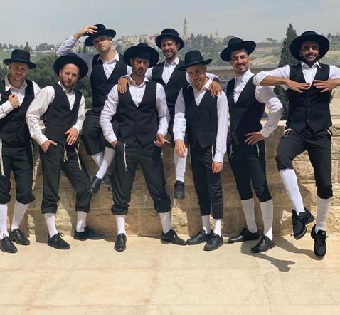 רקדנים בסגנון דתי חרידי מסורתי לפי הזמנה לאירוע