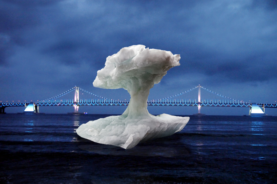 광안리 해운대 혹은 부산 어느 바닷가 핵폭발모습의 빙산풍선