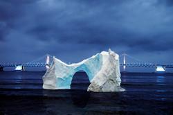 광안리 해운대 혹은 부산 어느 바닷가의 빙산풍선