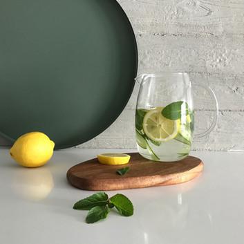 Por que beber água com limão em jejum?