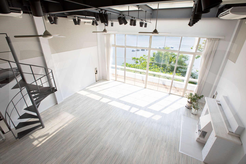 螺旋階段上からのイメージ