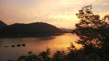 夕暮れ時の相模湖