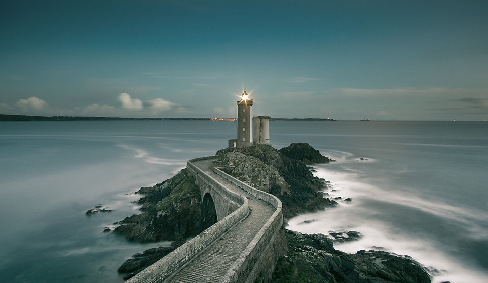 gray%20lighthouse%20on%20islet%20with%20concrete%20pathway%20at%20daytime_edited.jpg