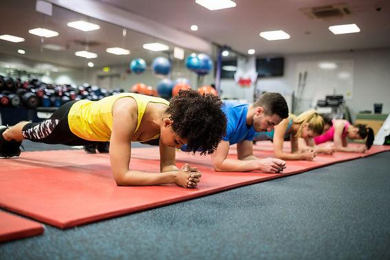 Effizientes, Abswechsungsreiches fitness workout für alle Levels