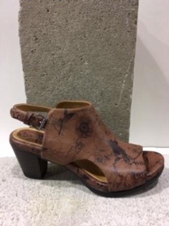 Sandale brune fleurie en cuir BOUSSOLA