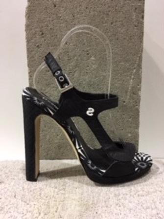 Sandale noire et blanche  DESIGUA