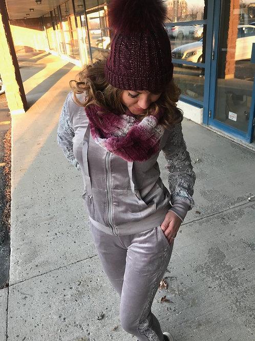 Veste grise à velours avec paillettes Emma & Ashley