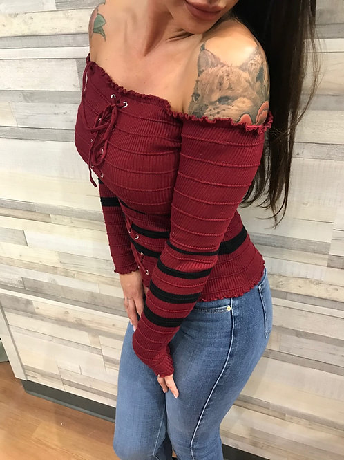 Haut avec épaules dénudées rouge