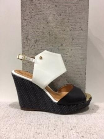 Sandale noire et blanche avec talon compensé en rotin noir ATELIERS
