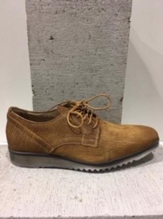 Chaussure tan en cuir style croco MJUS