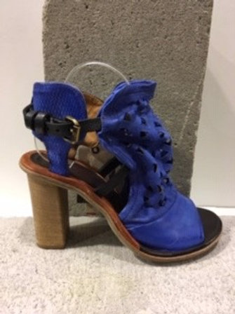 Sandale bleue en cuir A.S.98