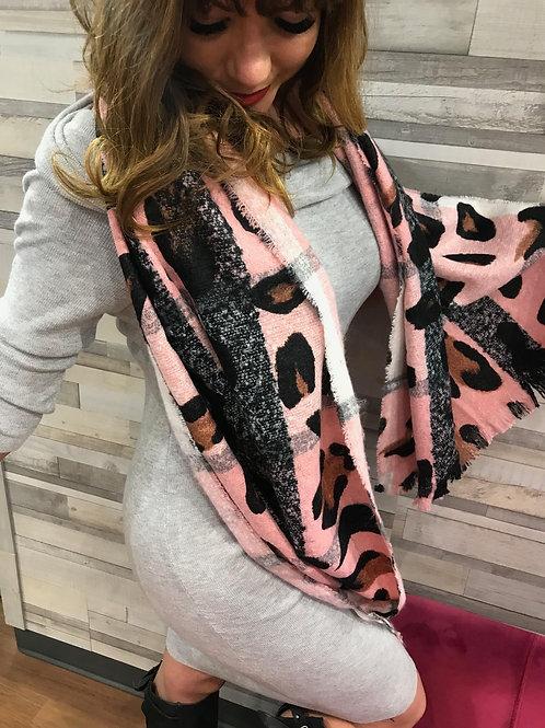 Foulard en laine rose avec motif léopard Nana