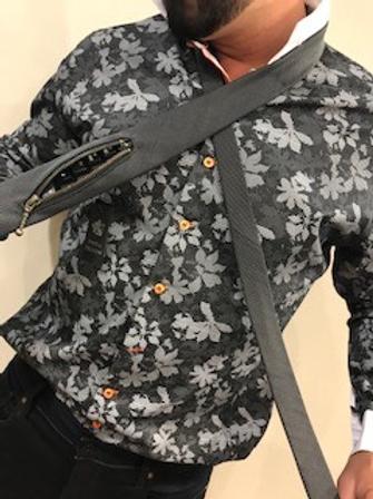 Chemise  grise manches longues avec motifs AU NOIR