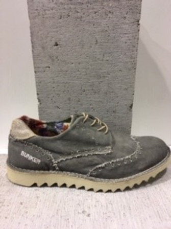 Chaussure grise tissu usé BUNKER