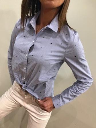 Chemise rayée bleue et blanche étoilée