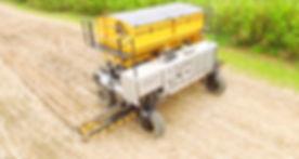 DOT - Raven u-vorm werktuigendrager aan werk op de maisvelden
