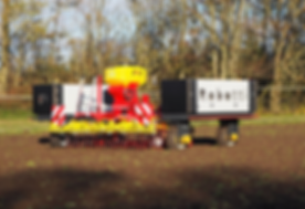 Agrointelli type Robotti aan het zaaien op een 3 meter bed voor strokenteelt. Door ducksize geselecteerd vanwege de gedegen benadering om bestaande mechanisatie in te kunnen zetten.