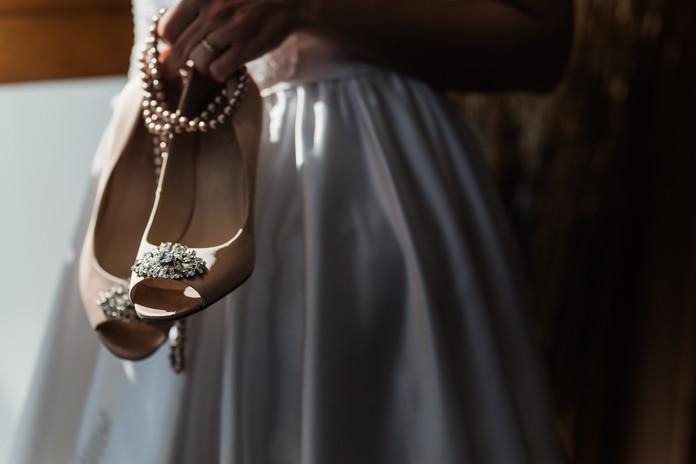 Souliers et collier perle