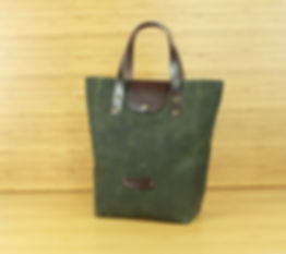 Reusable and waterproof green lunch bag
