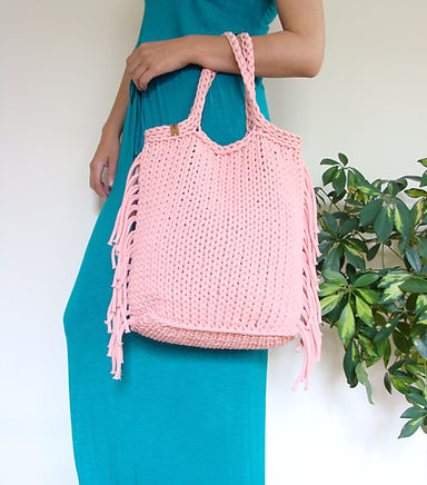 Knit tote bag with fringes