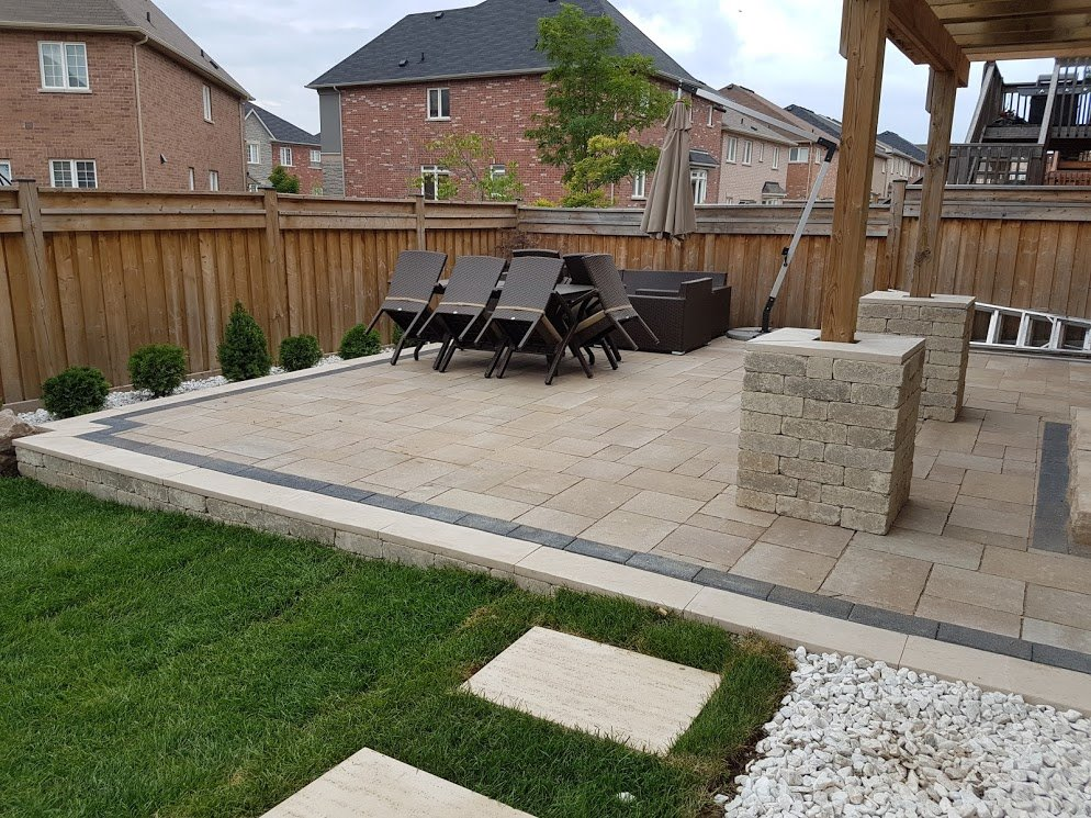 backyard interlock retaining wall