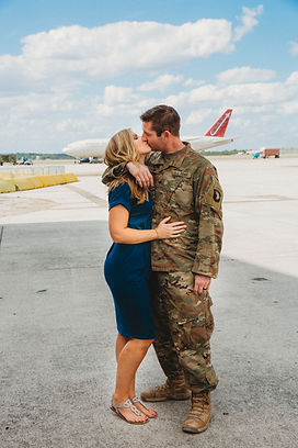 Welcome Home ceremony Kiss by the plane