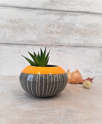 Ceri White Ceramics - Pinstripe Round Planter