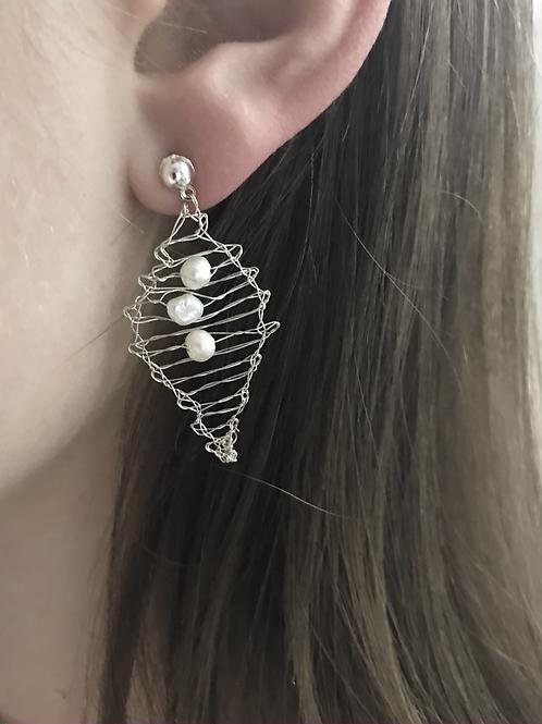 Silberohrringe Blatt mit weißen Perlen