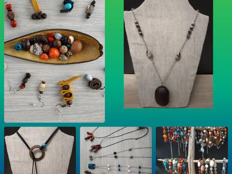 Bijoux en graines des Antilles et matières naturelles. Choisissez l'originalité parce que vous ê