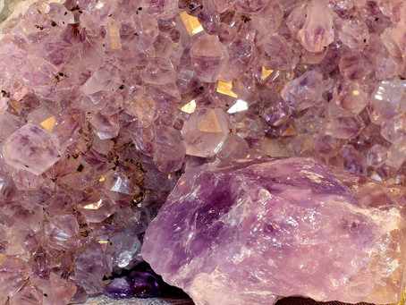 Apprenezcomment vous servir des pierres et des cristaux au quotidien avec Ève Ranc.