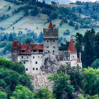 creepy-photos-of-the-romanian-castle-that-inspired-dracula.jpg