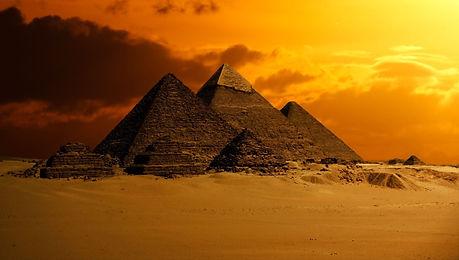 pyramid-2675466_1920.jpg