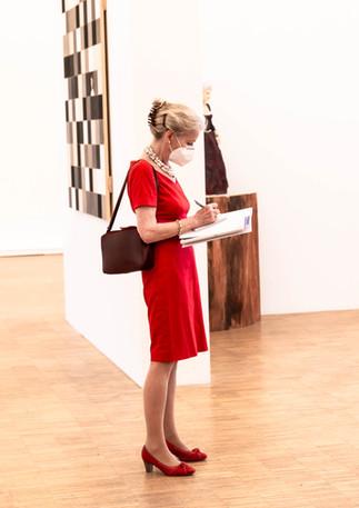 Gloria Ehret von Weltkunst in der Galerie Noah bei Stephan Balkenhol
