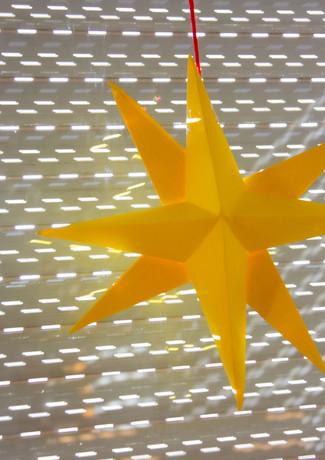 Gelbgoldener Papierstern