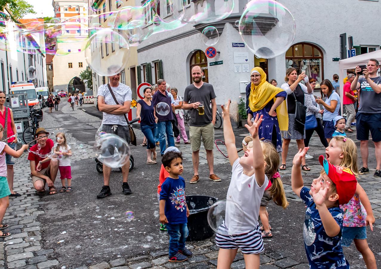 Ulrichsviertel Straßenfest mit dem Seifenblasenzauberer
