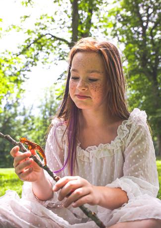 Naturkind Mädchen Wald.JPG