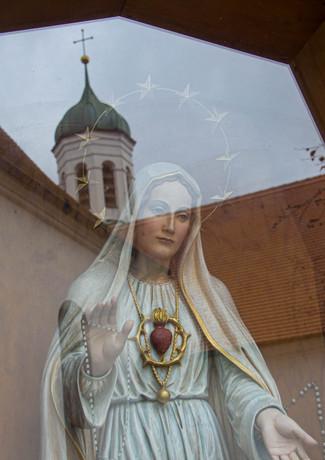 Die Mutter Gottes im Spiegelbild der Kobelkirche in Westheim