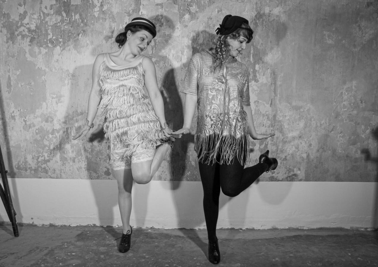 Die Pichler Twins tanzen Charleston