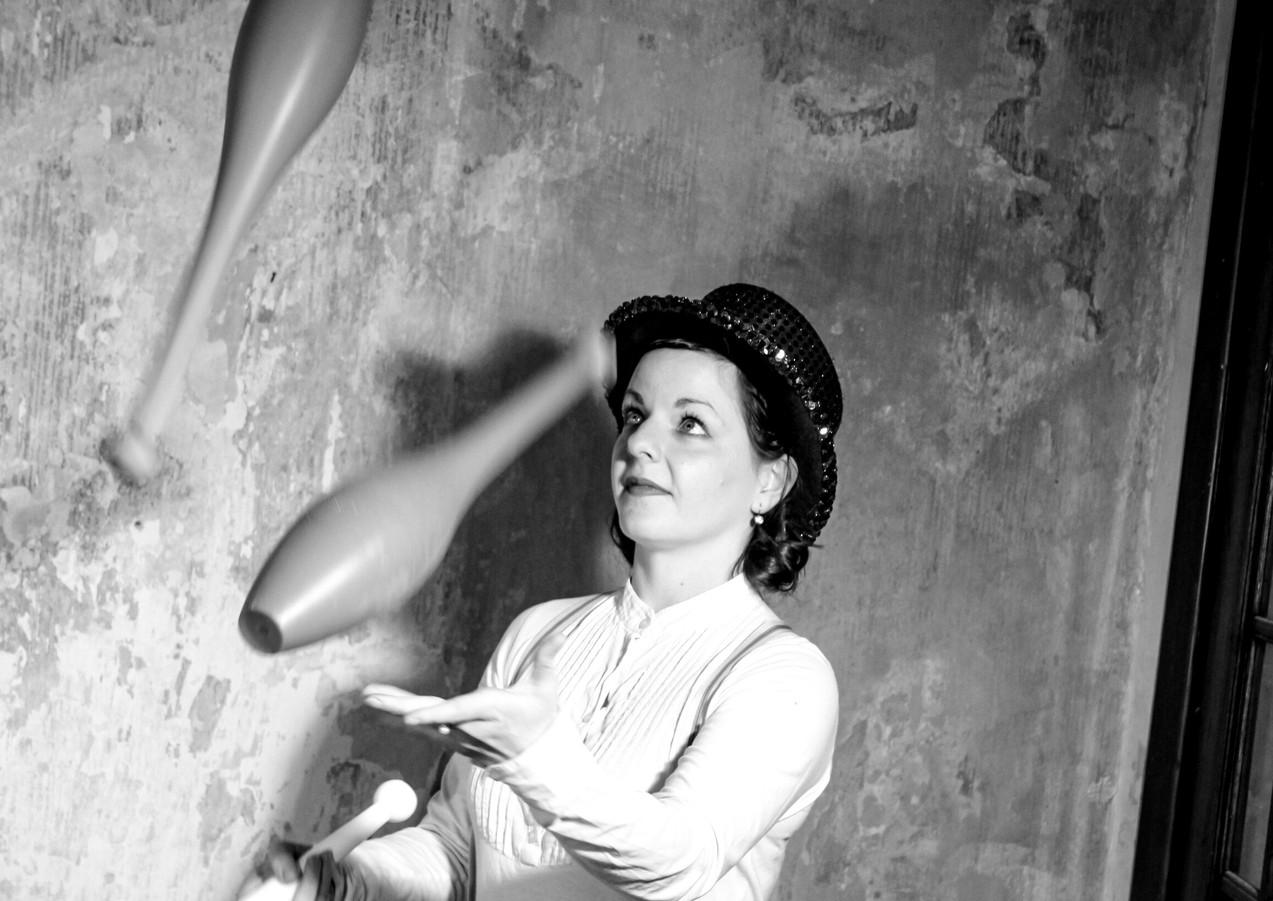 Jonglieren mit Leonie Pichler