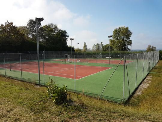 Tennisbaan (in Brossac)