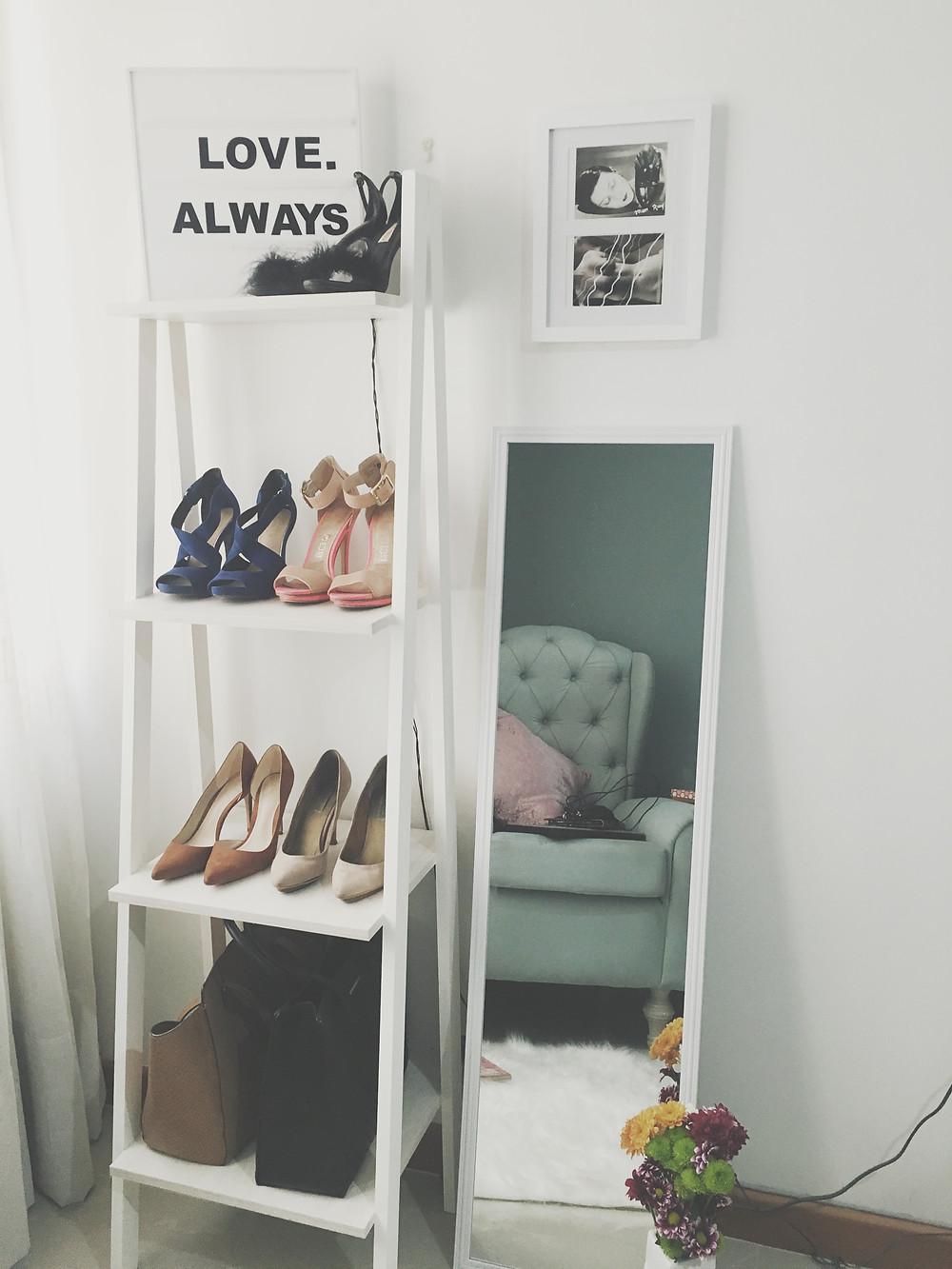 Decora la habitación exhibiendo tus zapatos