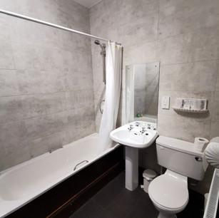 Craigdarroch Inn bathroom