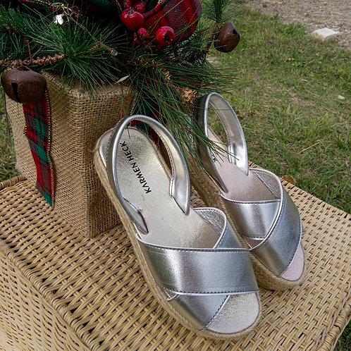 Sandalias hechas con cuerina totalmente hechas a mano en color plata