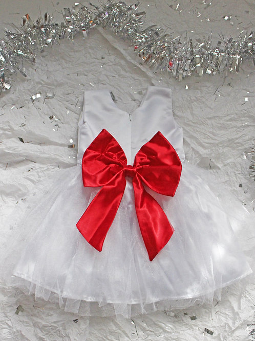 Vestido blanco con pechera de podesua y falda de tull