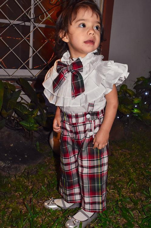 Conjunto Sophia de niña con una camisa y un patalon cuadriculado