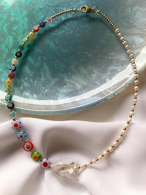 Collar de Millefiori con perlas de rio y piedra barroca en el centro