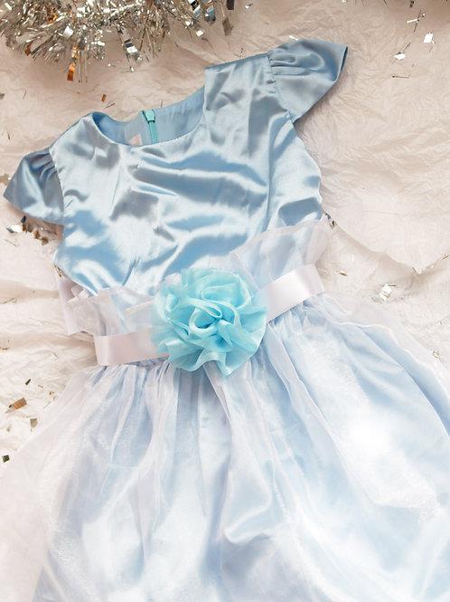 Vestido baby blue pechera en seda strech